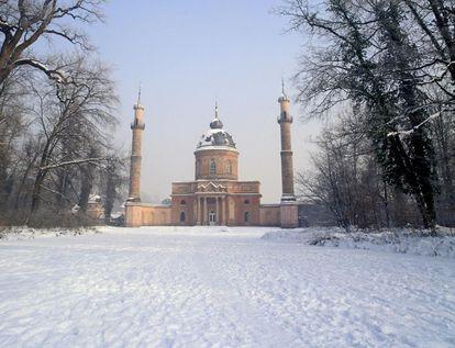 Westansicht der Moschee im Winter, Schwetzinger Schlossgarten; Foto: Staatliche Schlösser und Gärten Baden-Württemberg, Steffen Hauswirth
