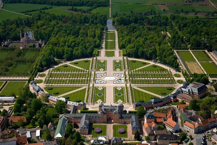Schloss und Schlossgarten Schwetzingen von oben